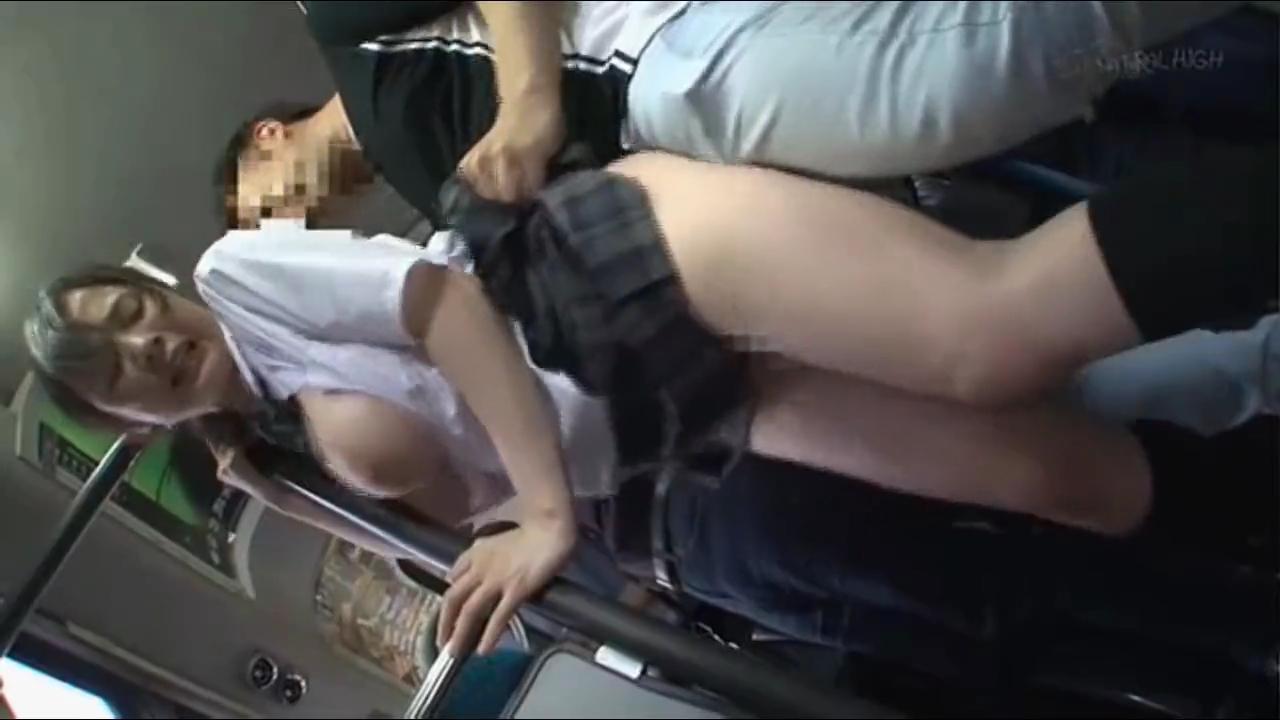 巨乳女子校生_痴漢_バス車内セックス_adaruto動画04