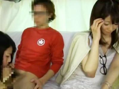 【人妻寝取られセックスadaruto動画】嫁の横で夫がフェラチオ…夫の目の前で嫁がセックスという公認不倫現場ww
