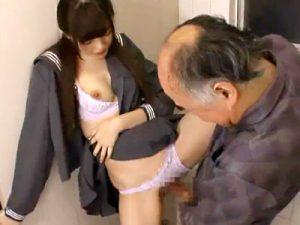JK_トイレ_おじさん_制服着衣セックス_adaruto動画