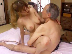 【じじいセックスadaruto動画】年寄りの欲求を叶えるのが介護士の仕事…完全に騙された巨乳介護士が老人と生セックスww