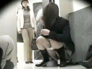 JK_エレベーター_おしっこ_盗撮_adaruto動画