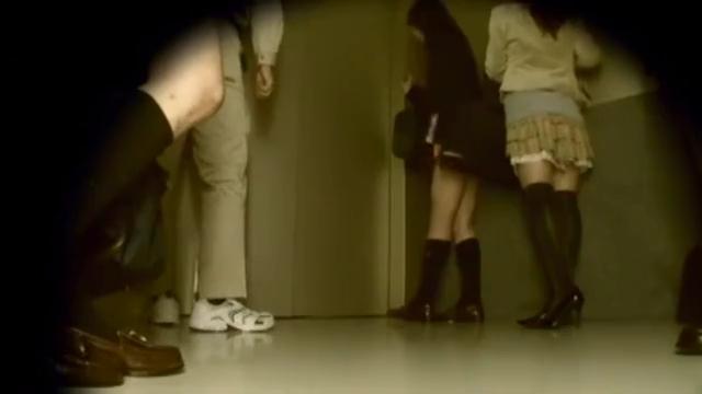 JK_エレベーター_おしっこ_盗撮_adaruto動画02