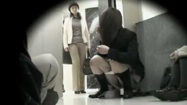 JK_エレベーター_おしっこ_盗撮_adaruto動画04