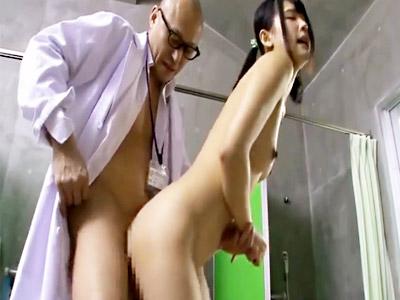 【ロリセックスadaruto動画】膨らみかけの胸を検査される身体測定で悪戯されて落ち込む女子生徒に追い打ちかける医師ww