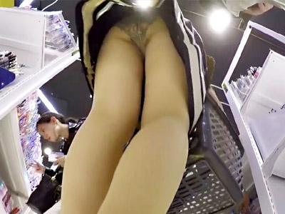 美脚_逆さ撮り_盗撮_adaruto動画