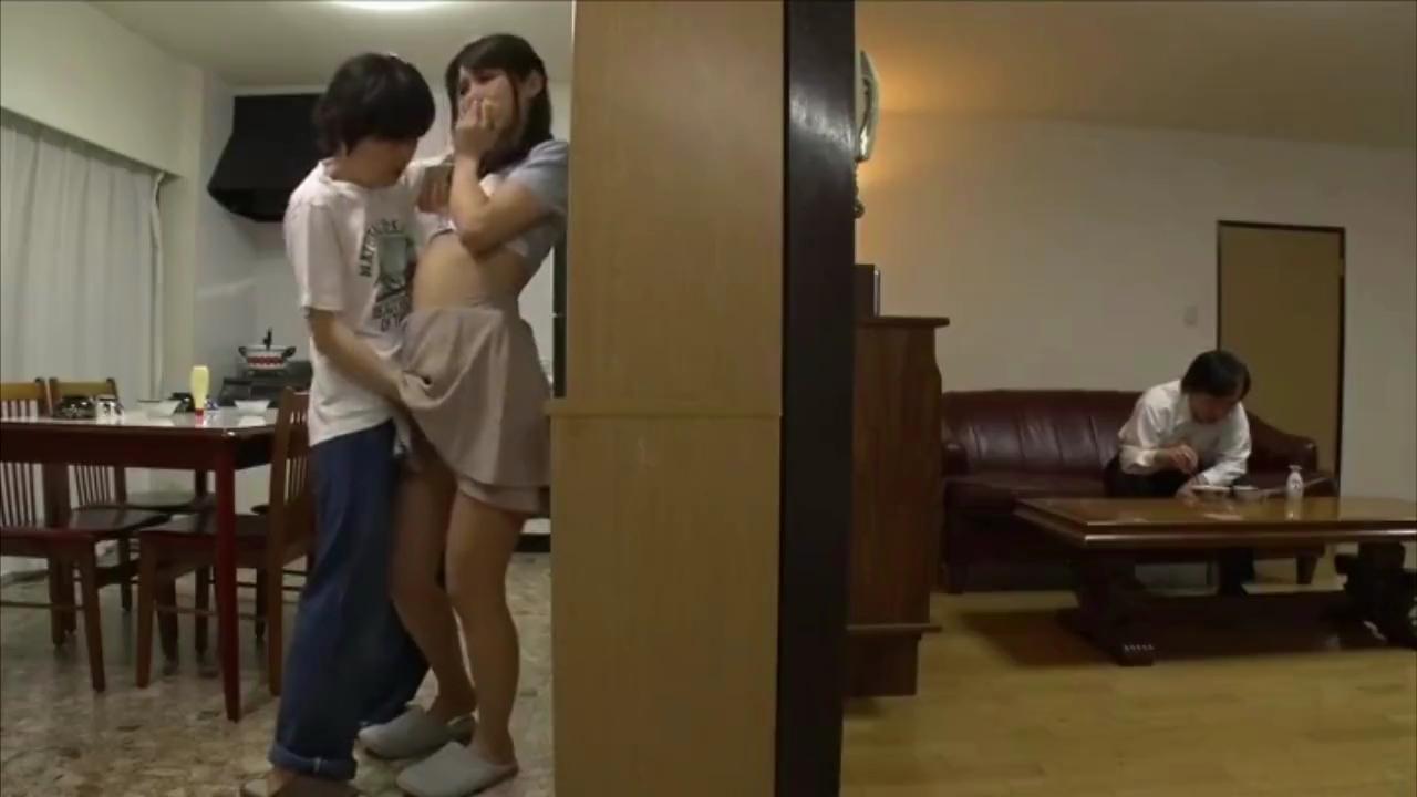 人妻_近親相姦_母と息子_フェラチオ_adaruto動画02