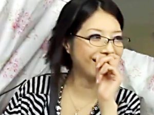 【人妻ナンパ中出しadaruto動画】謝礼金を支払い続けてラブホまで着いてきた知的メガネが似合う女の膣内に射精ww