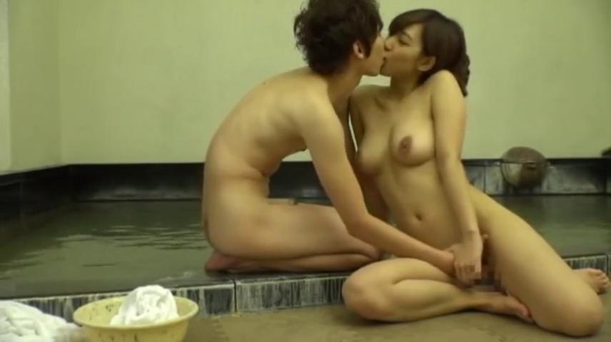 女子大生_混浴露天風呂_中出しセックス_adaruto動画03