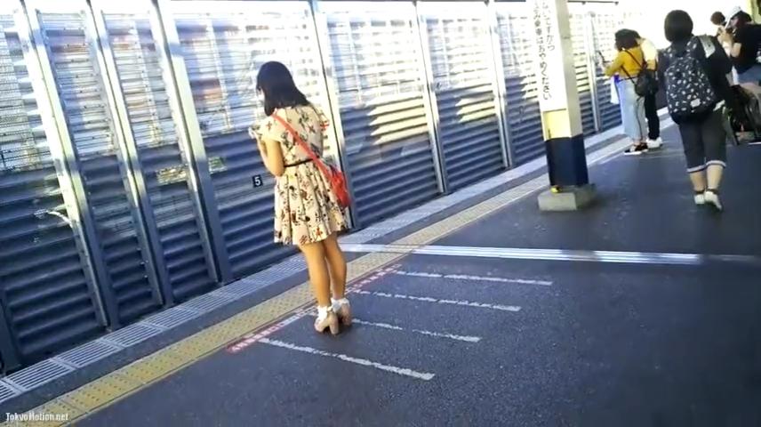 素人_スカートめくり_エスカレーター_盗撮_adaruto動画03