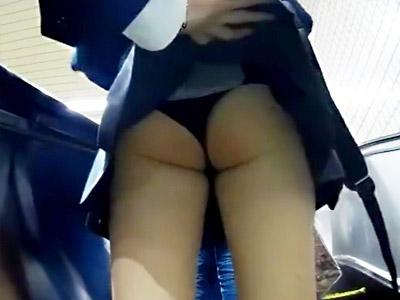 【JKスカート捲り盗撮adaruto動画】常磐線付近のエスカレーターでミニスカ女子校生を狙い様々なパンティー接写撮りww