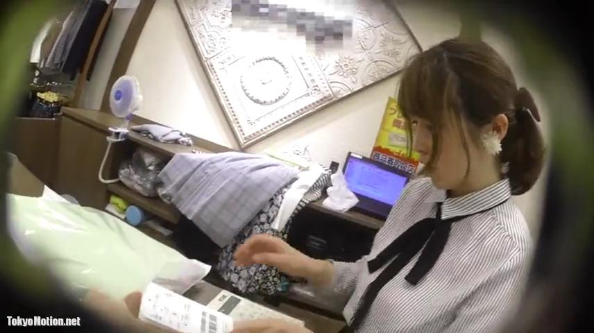 アパレル店員_食い込み_逆さ撮り_盗撮_adaruto動画01
