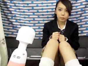 【潮吹きJKセックスadaruto動画】電マを健康器具と完全に思っている女子校生のオマンコに押し当てると暴走モード突入ww