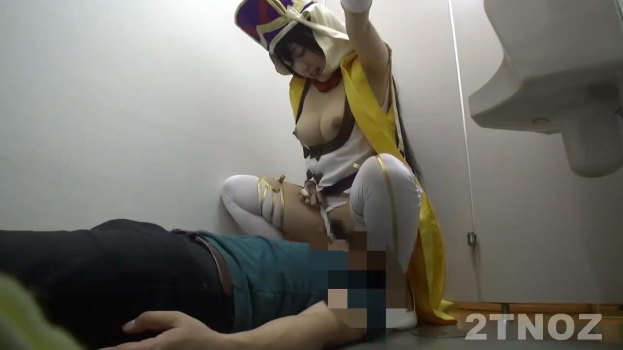 巨乳_コスプレイヤー_トイレフェラ_adaruto動画02