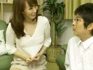 【熟女中出しadaruto動画】5年セックスレスの美人ママが胸チラやパンチラで息子の友達を誘惑…暴発中出ししても即復活で連射ww