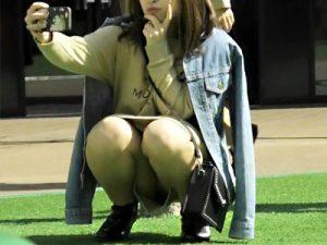 【パンチラ盗撮adaruto動画】ストッキングや黒パンスト越しにパンツが丸見えな春を感じれる街撮り盗撮動画ww