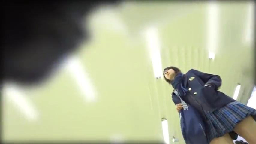 JK_食い込み_逆さ撮り_盗撮_adaruto動画01